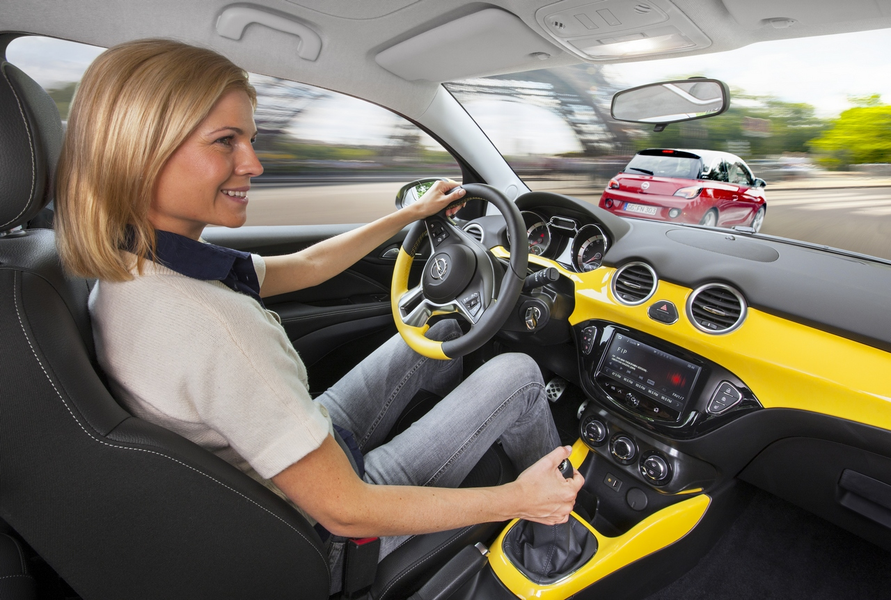 Opel adam gli interni 14 16 for Interieur opel adam