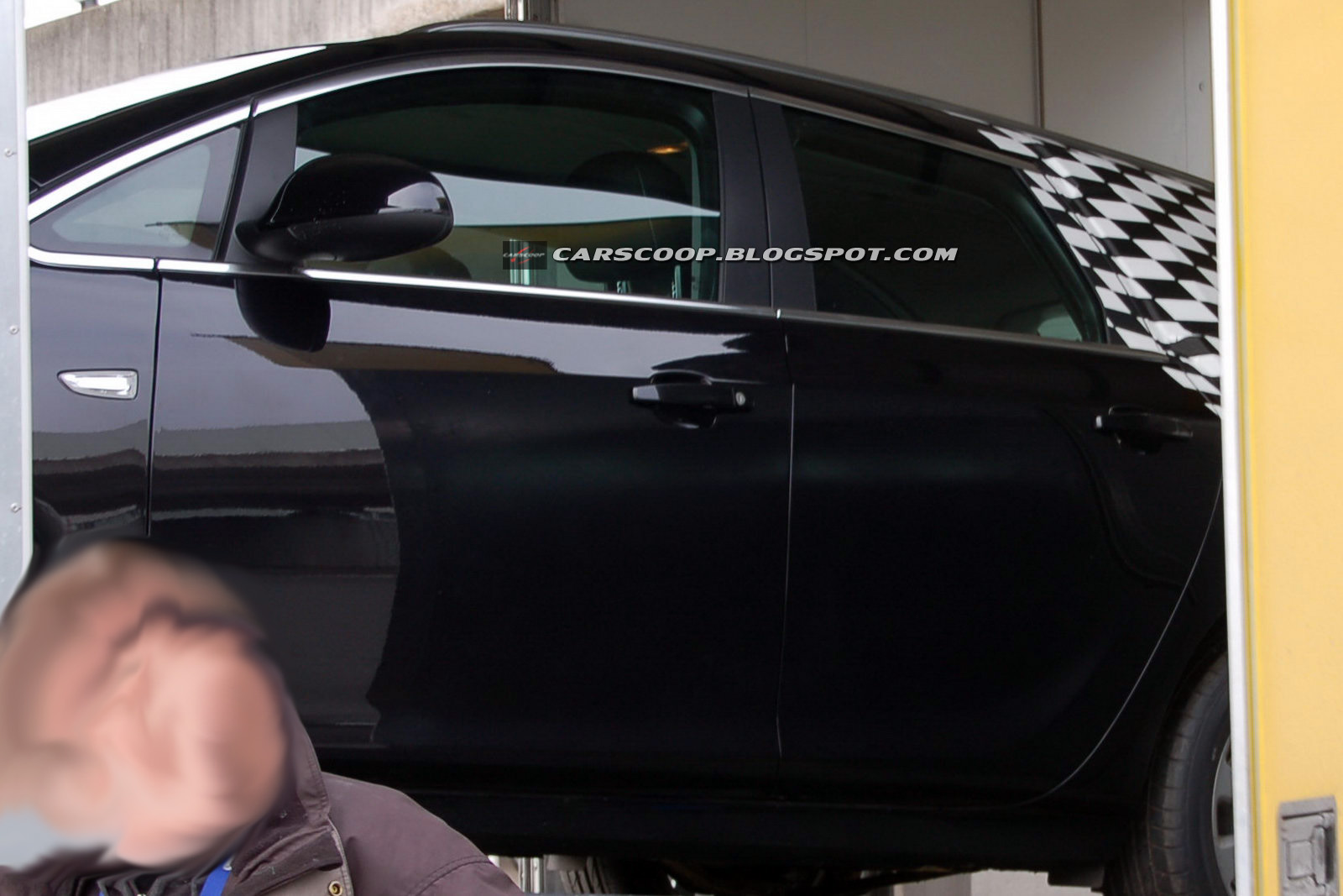 Opel Astra Sports Tourer - Foto spia del 22 marzo 2010
