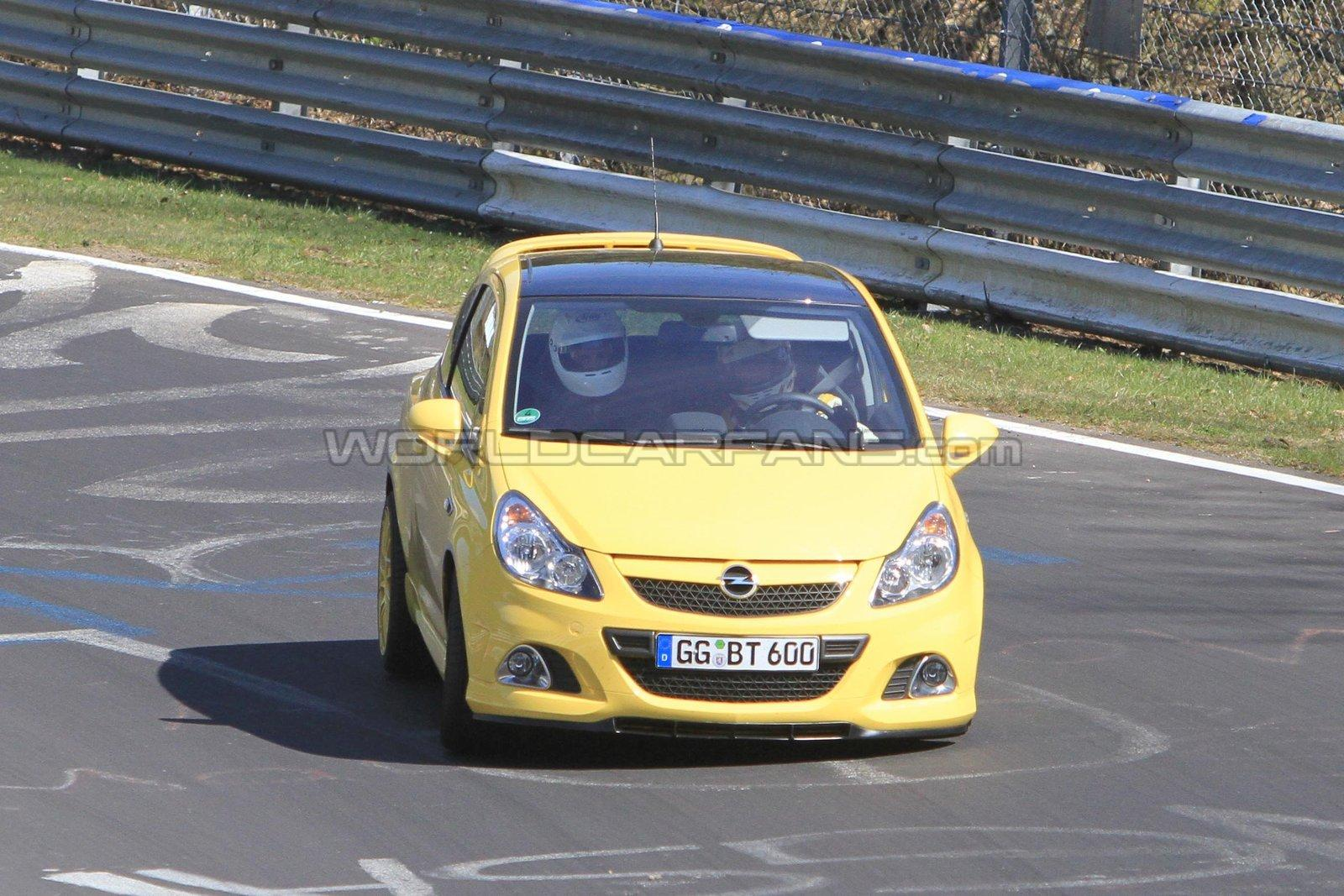 Opel Corsa OPC Nurburgring Edition: foto spia