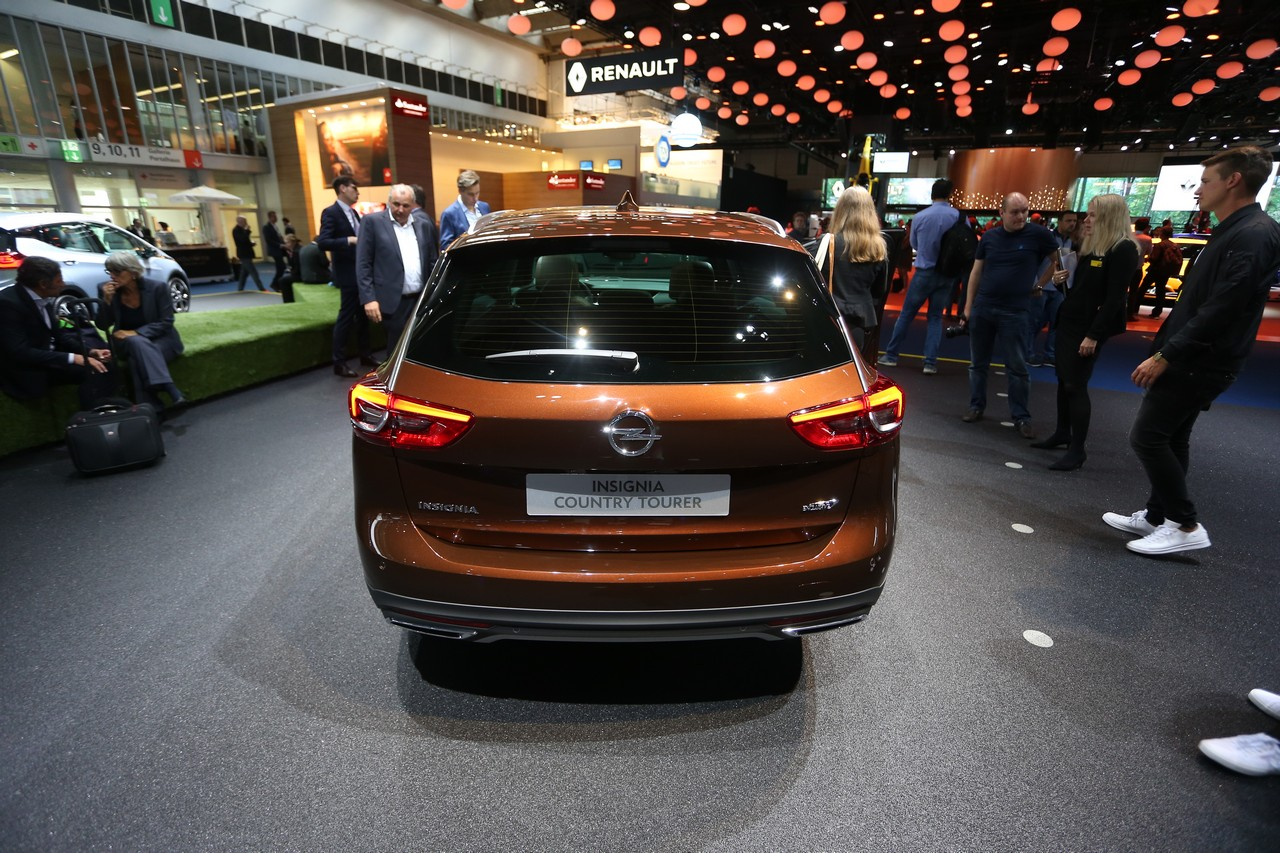 Opel Insignia Country Tourer - Salone di Francoforte 2017