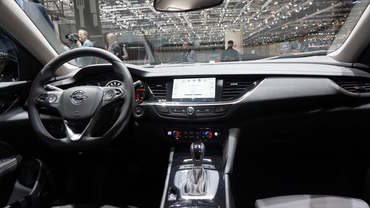 Opel Insignia Sports Tourer Foto Live - Salone di Ginevra 2017