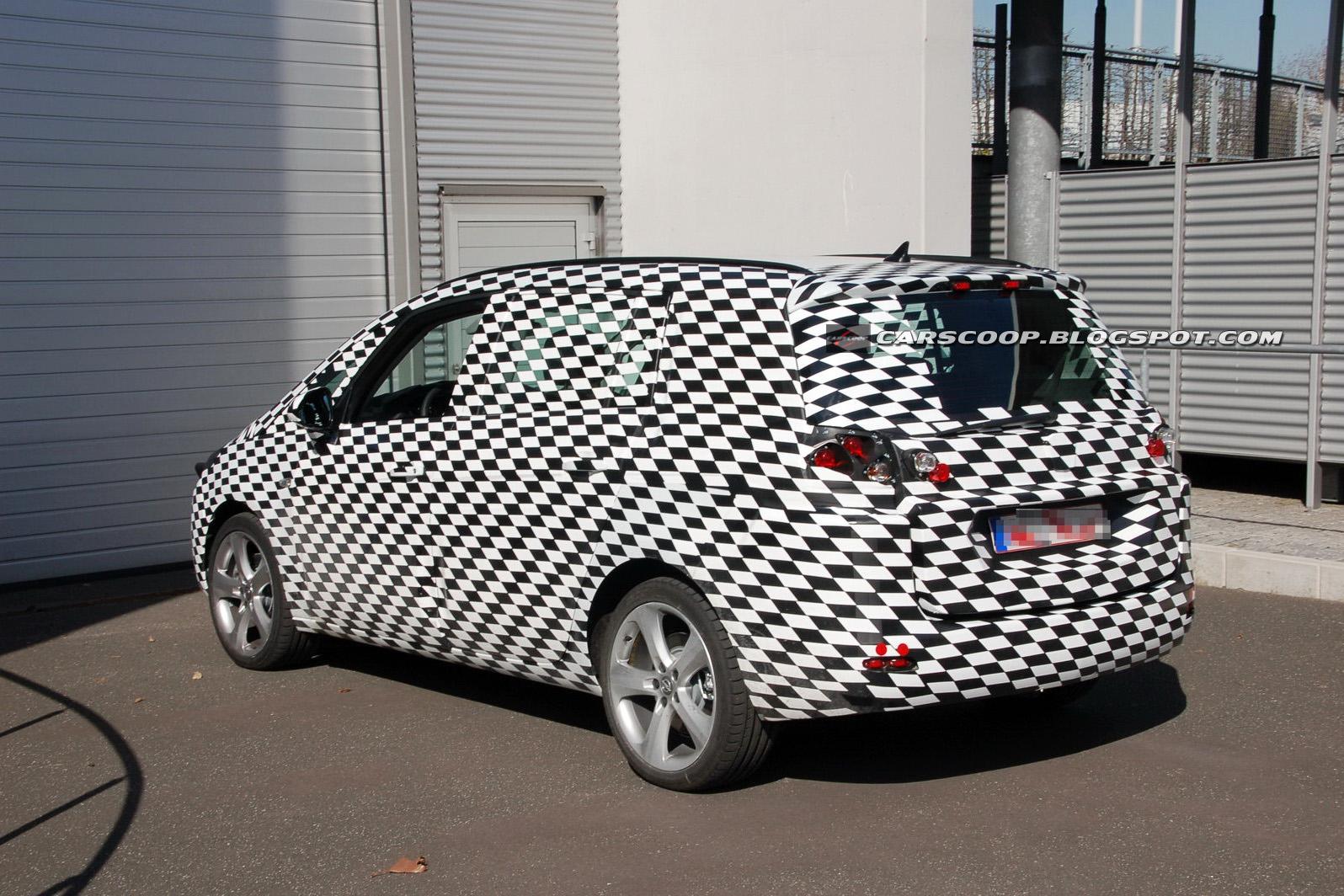 Opel Zafira MPV 2012 - Foto spia 24-08-2010