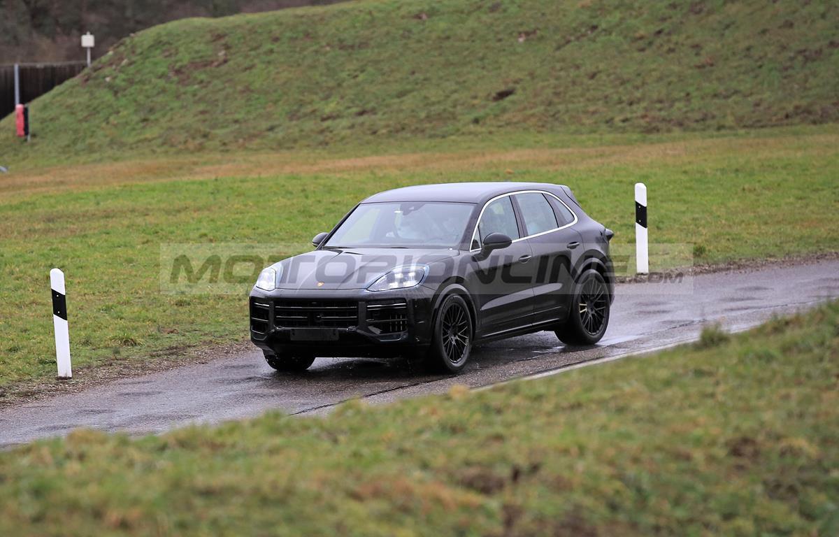 Porsche Cayenne 2022 - Foto spia 05-02-2021