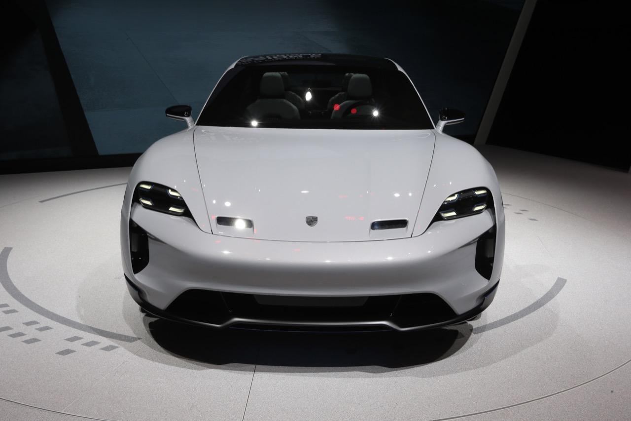 Porsche Mission E Cross Turismo (foto live) - Salone di Ginevra 2018