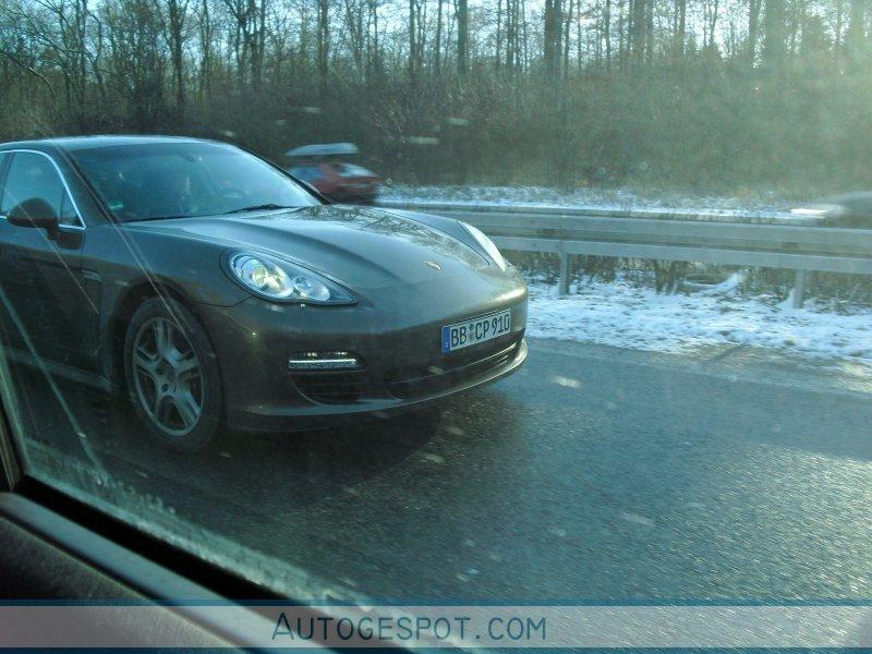 Porsche Panamera V6: foto spia