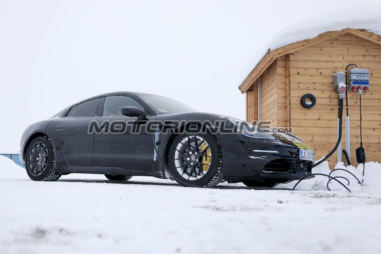 Porsche Taycan foto spia 13 febbraio 2019