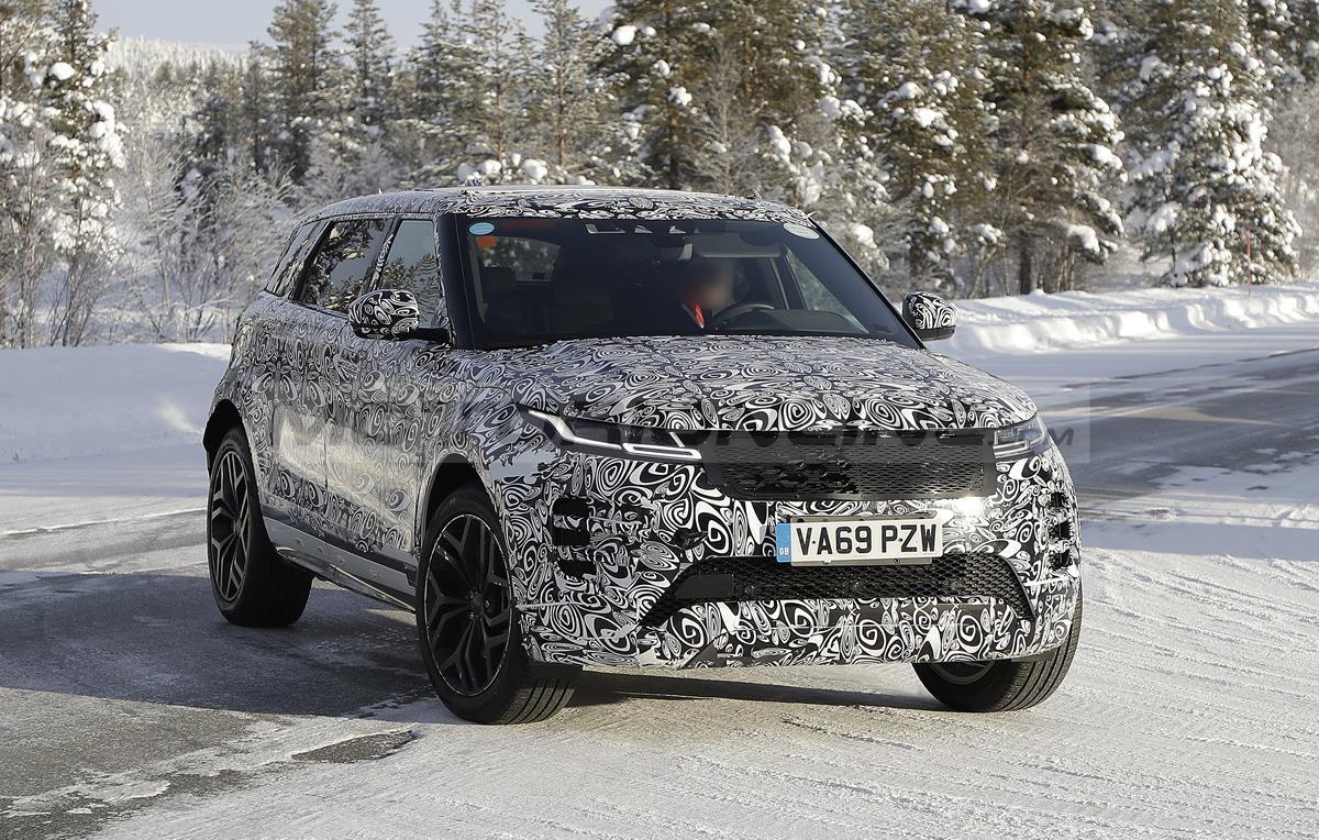 Range Rover Evoque LWB - Foto spia 11-02-2021