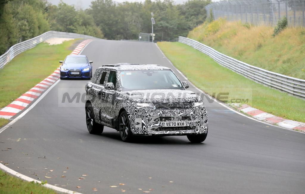 Range Rover Sport SVR 2022 - Foto spia 17-08-2021