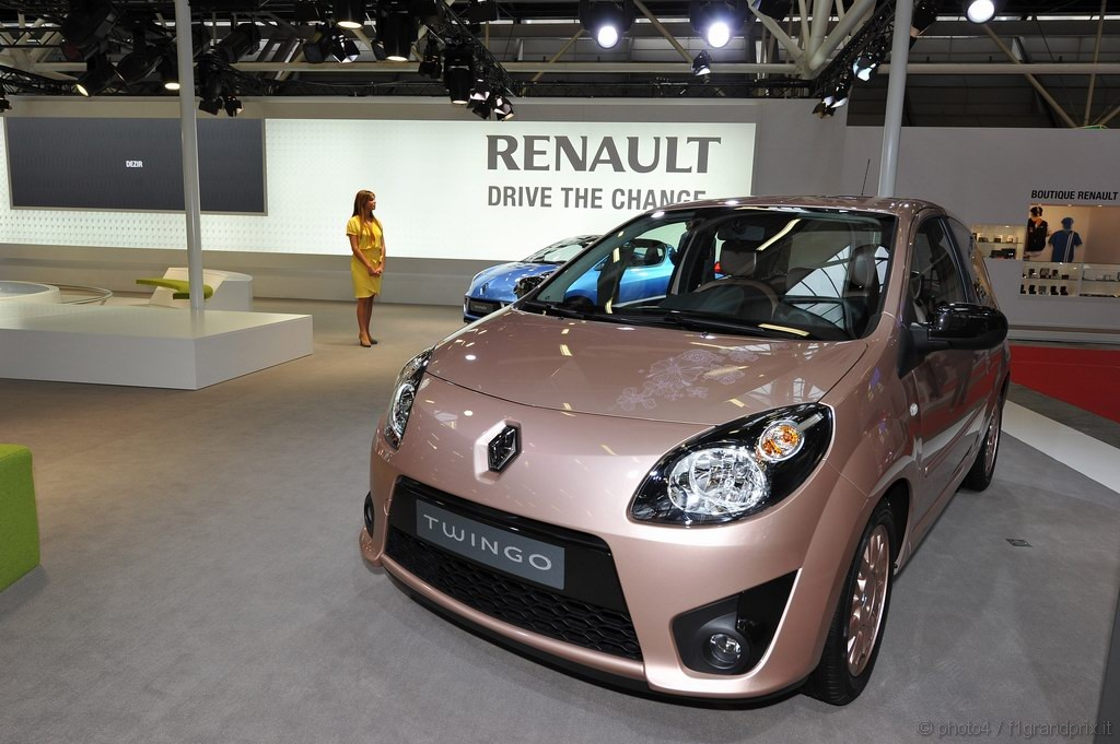 renault twingo miss sixty motorshow bologna 2010 1 6. Black Bedroom Furniture Sets. Home Design Ideas