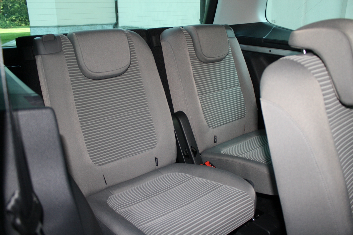 seat alhambra test drive 2011 62 87. Black Bedroom Furniture Sets. Home Design Ideas