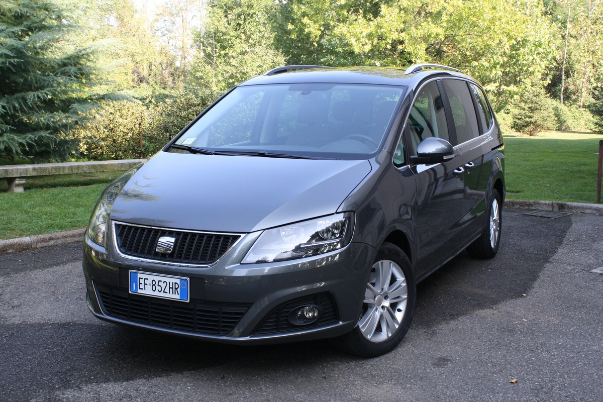 seat alhambra test drive 2011 87 87. Black Bedroom Furniture Sets. Home Design Ideas