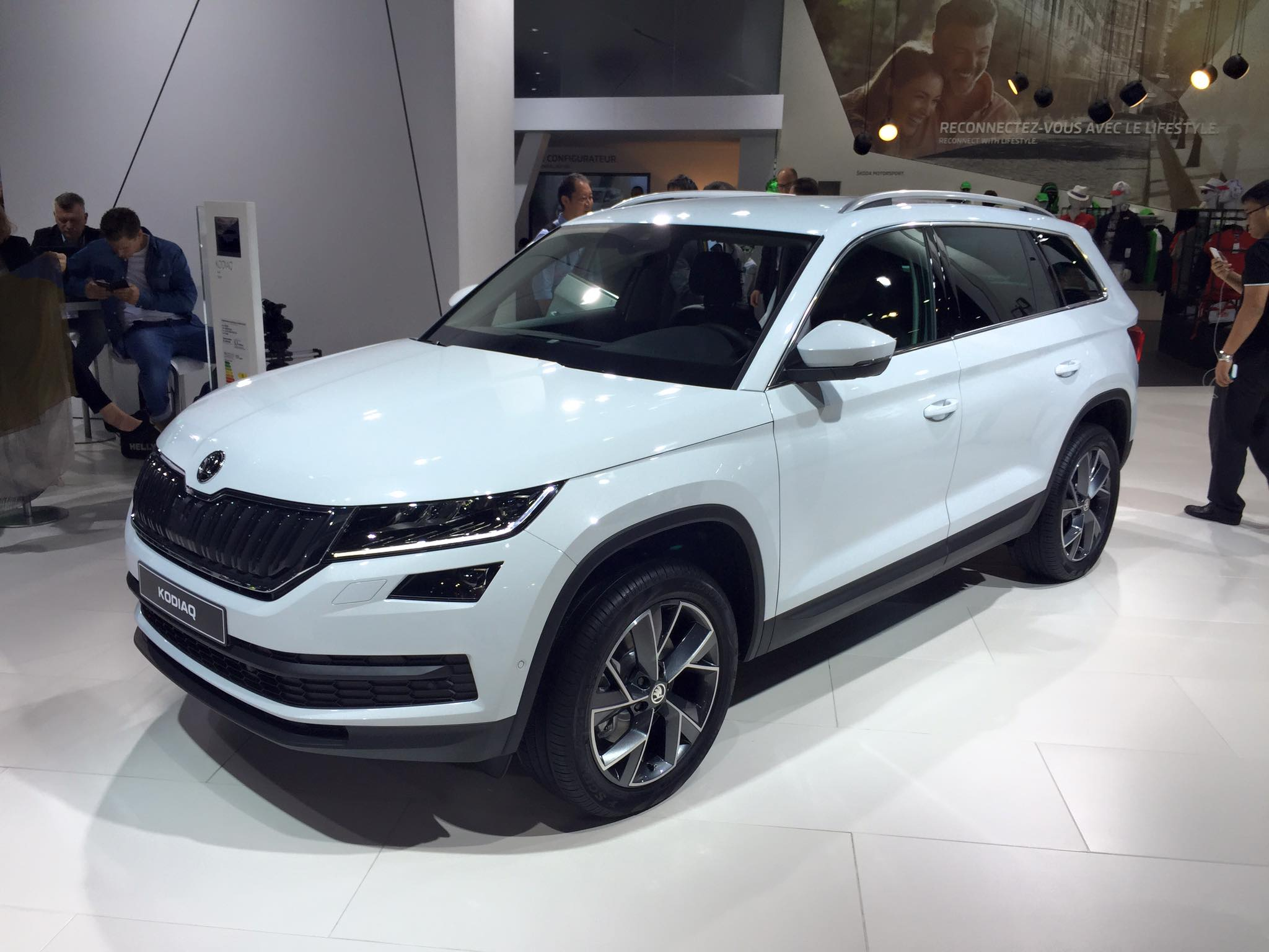 skoda kodiaq 4x4 salone di parigi 2016 9 19. Black Bedroom Furniture Sets. Home Design Ideas