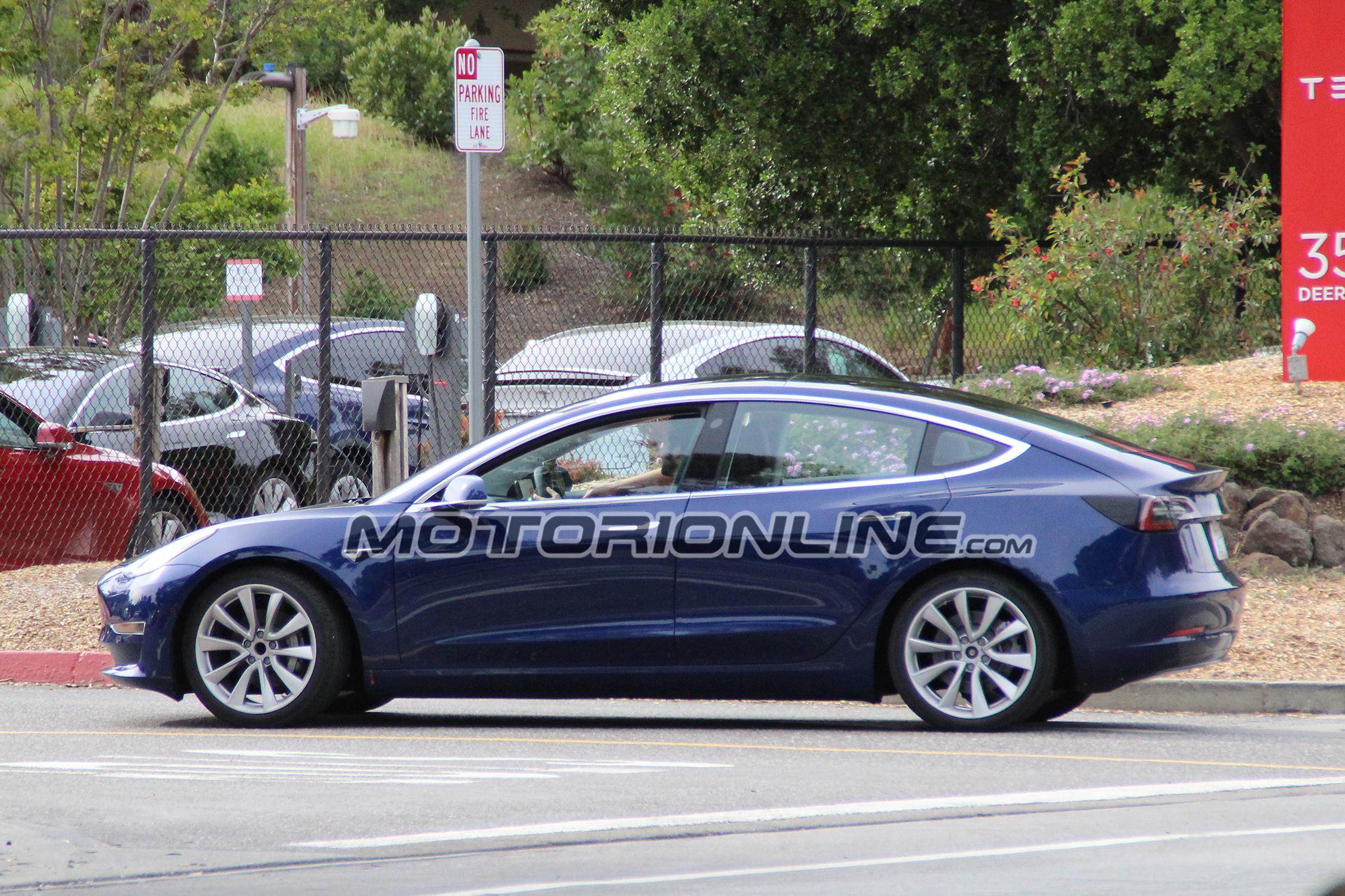 Tesla Model 3 foto spia 7 Aprile 2017
