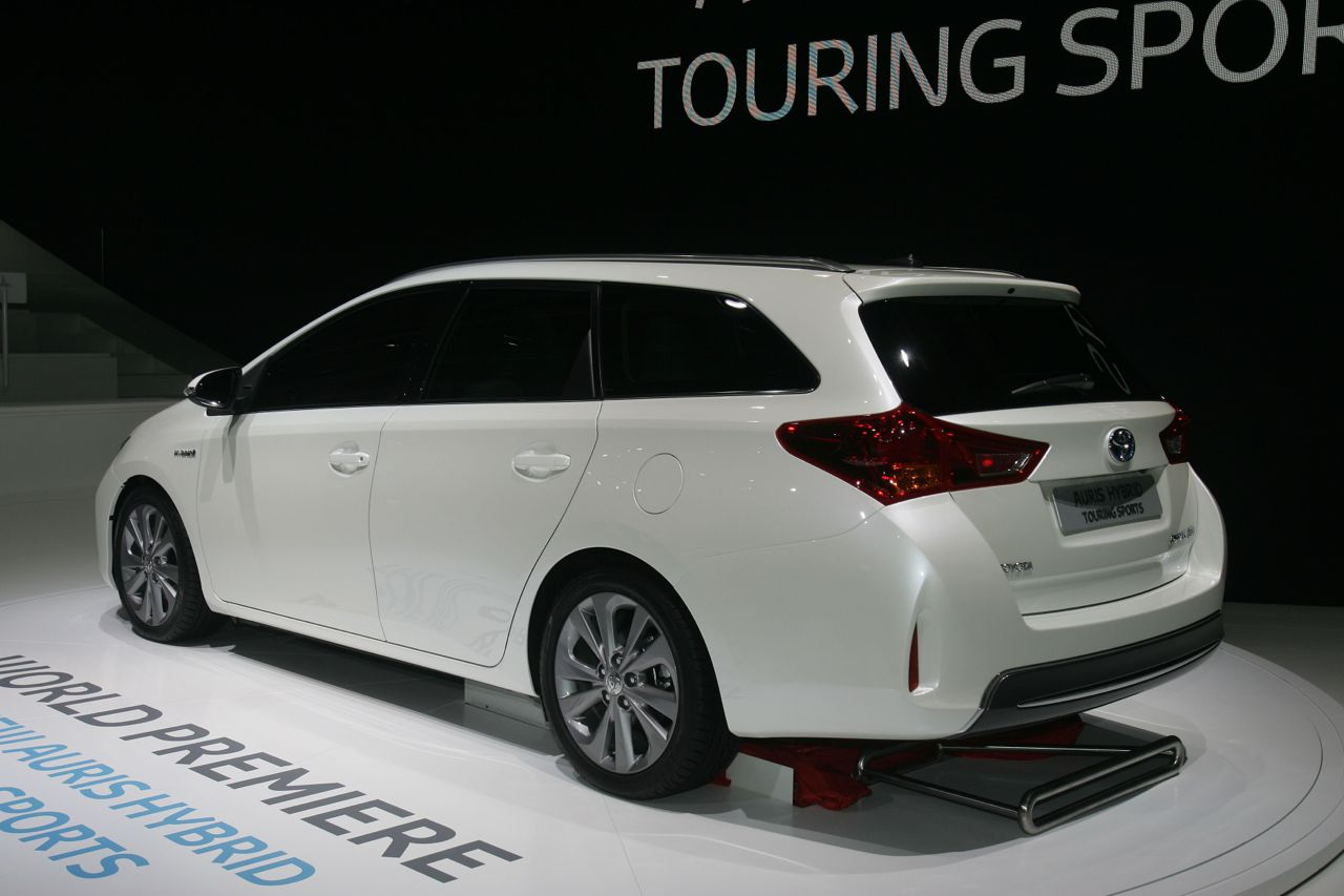 toyota auris hybrid touring sports salone di parigi 2012. Black Bedroom Furniture Sets. Home Design Ideas