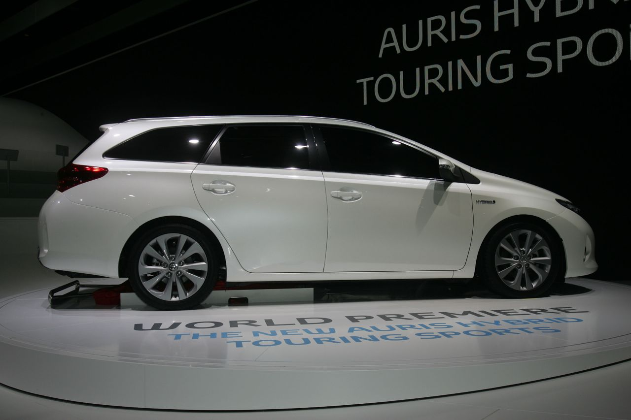 toyota auris hybrid touring sports salone di parigi 2012 8 9. Black Bedroom Furniture Sets. Home Design Ideas