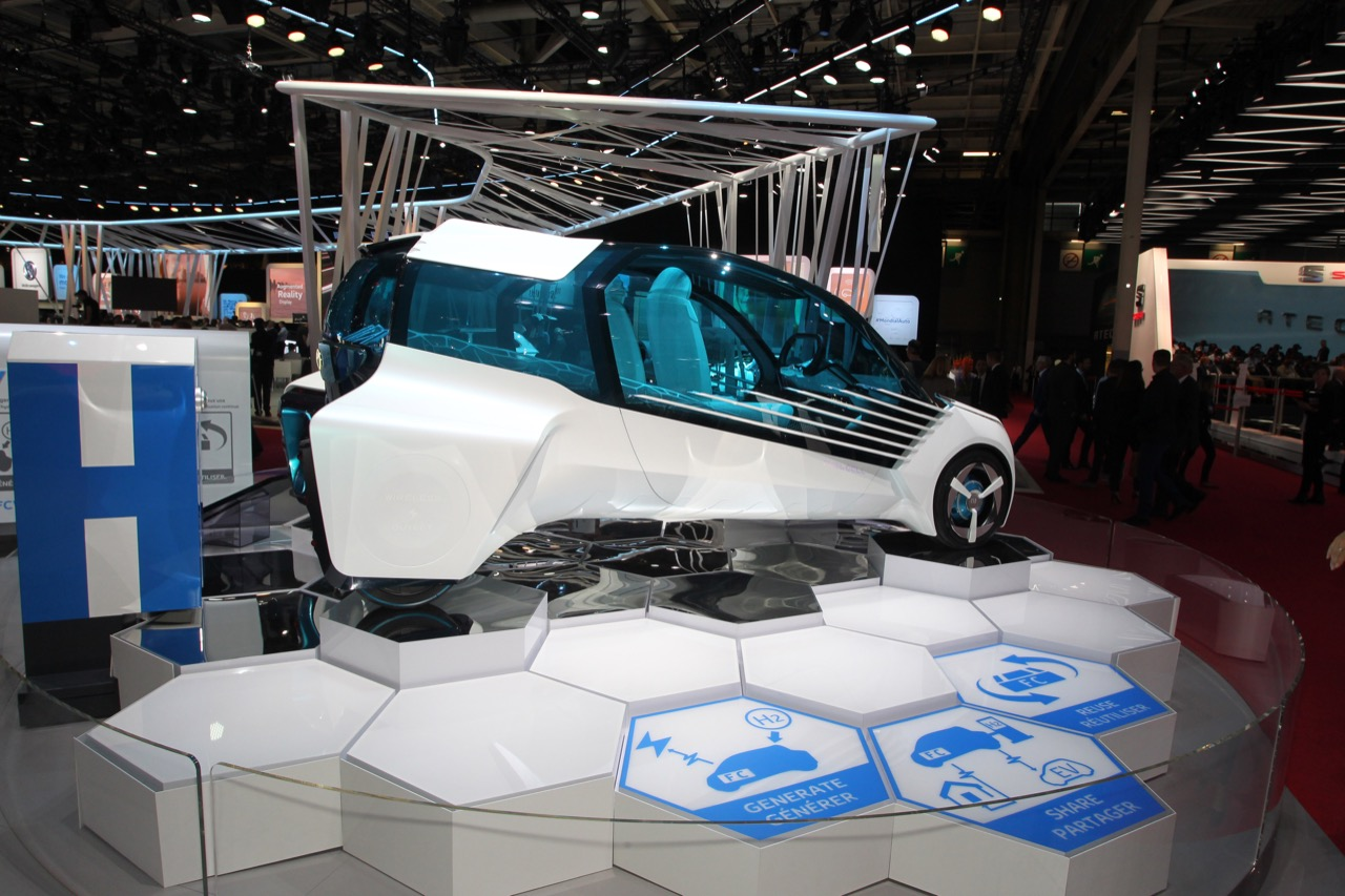 Toyota FCV Plus - Salone di Parigi 2016