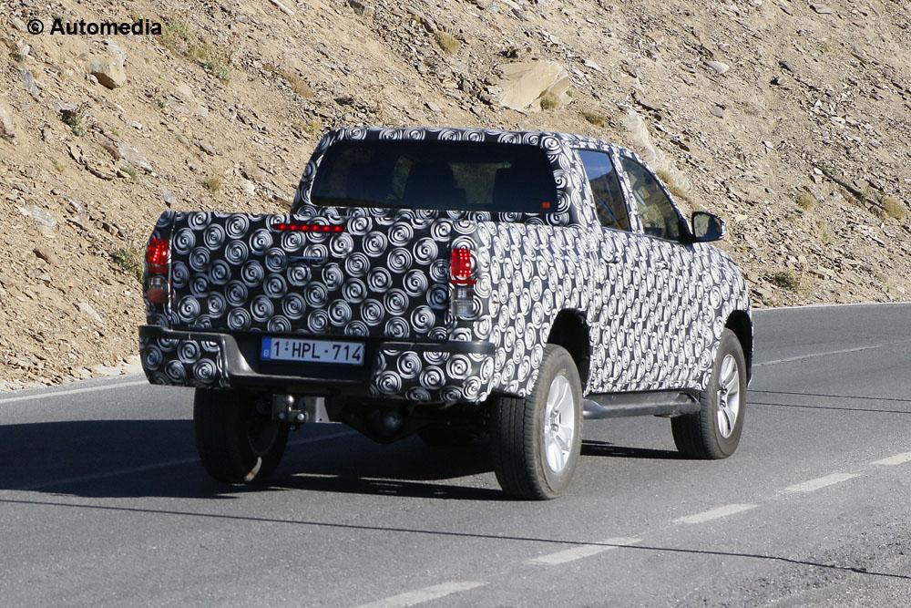 Toyota Hilux - foto spia (settembre 2014)