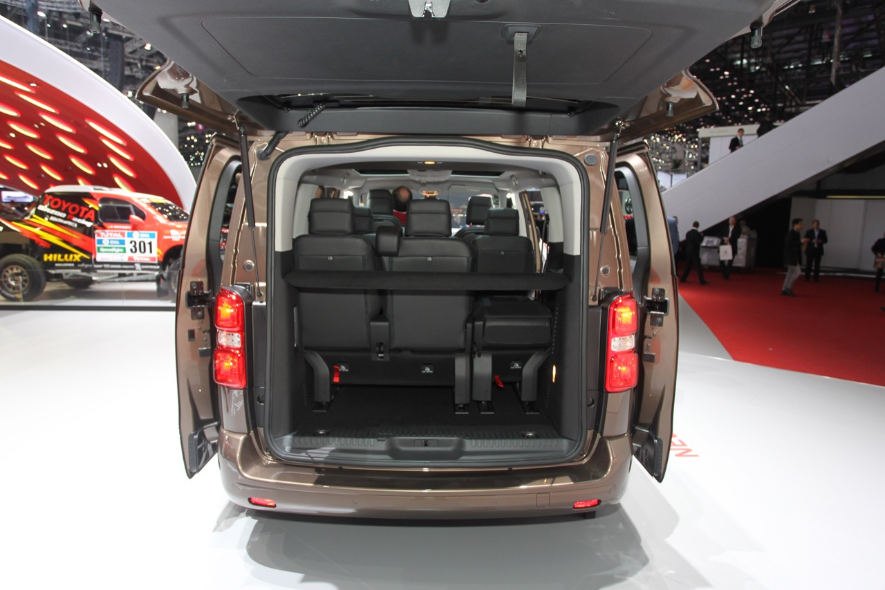 toyota proace verso salone di ginevra 2016 5 6. Black Bedroom Furniture Sets. Home Design Ideas