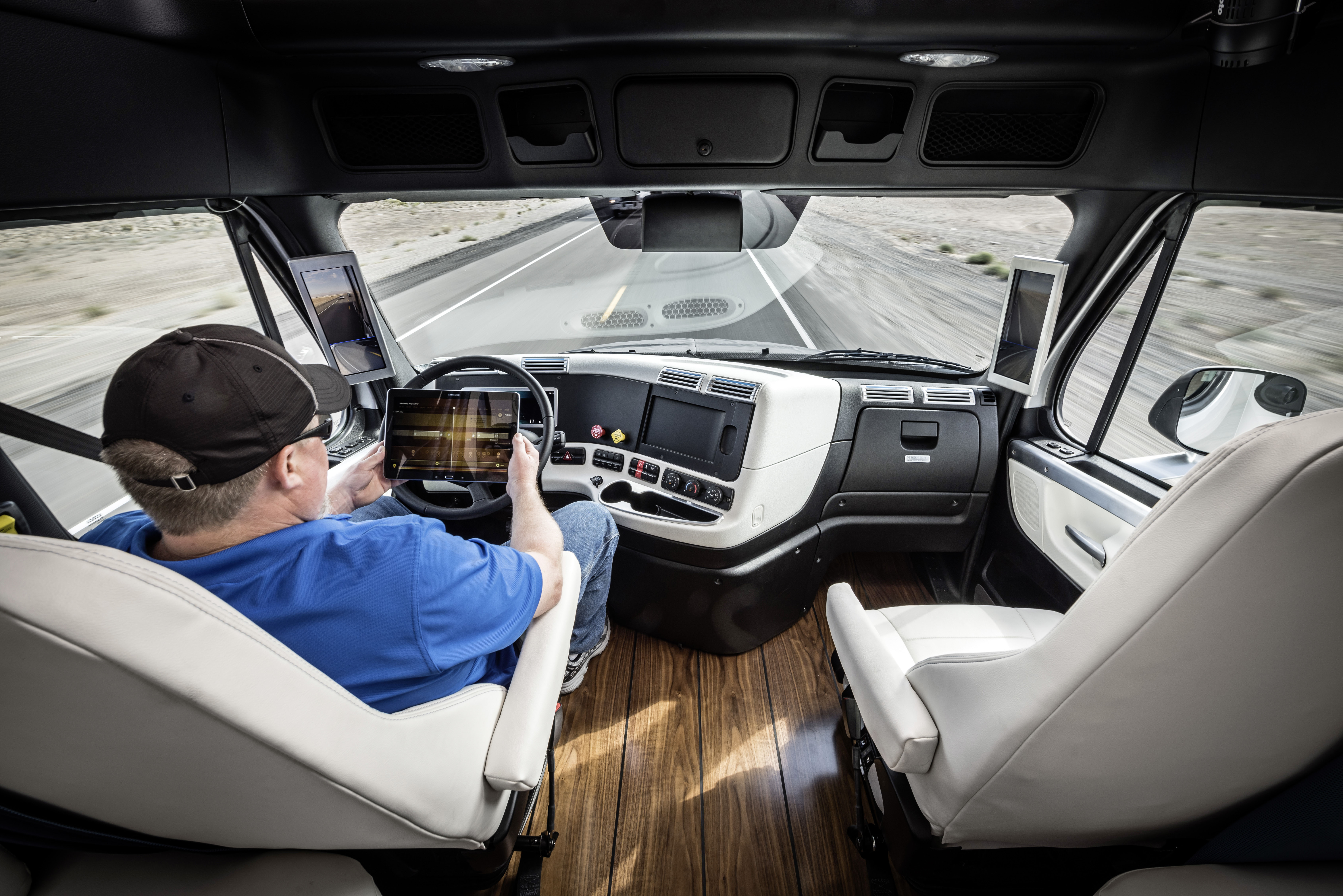 Truck con guida autonoma Daimler - Freightliner Inspiration Truck