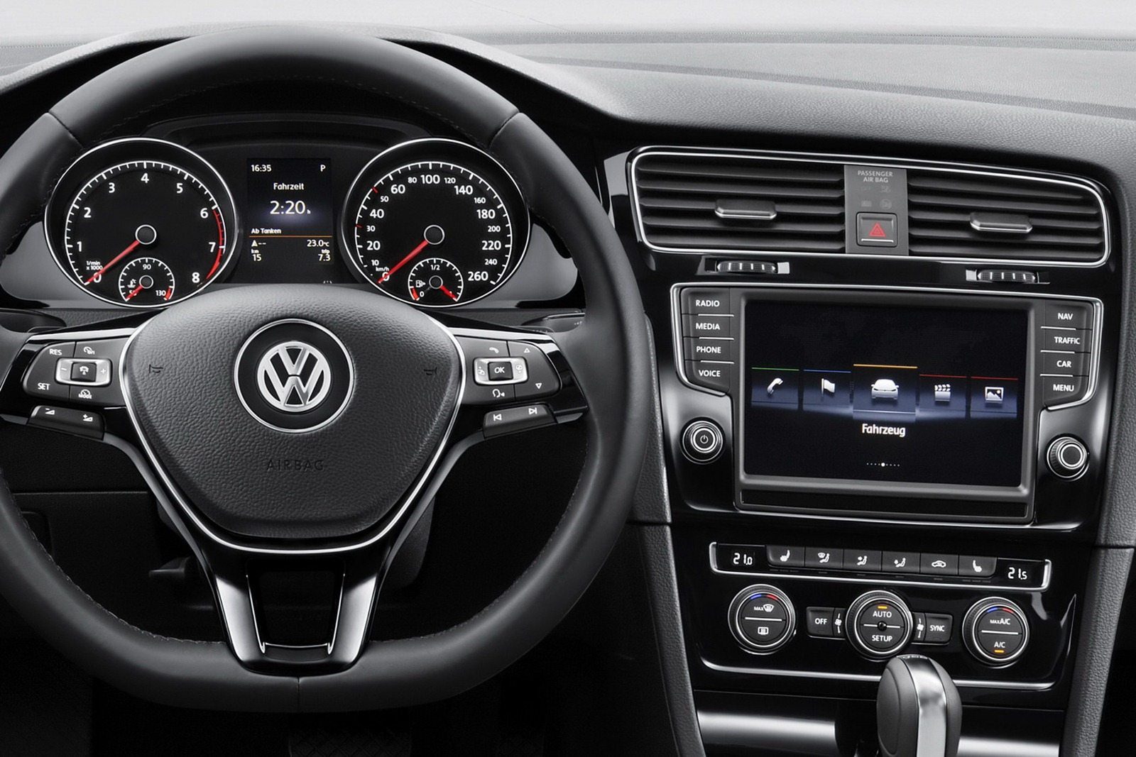 Volkswagen golf 7 nuove foto ufficiali 16 39 for Interieur golf 4 2000
