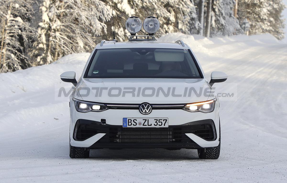 Volkswagen Golf R Variant 2021 - Foto spia 18-02-2021