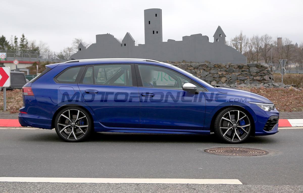 Volkswagen Golf R Variant 2021 - Foto spia 23-03-2021
