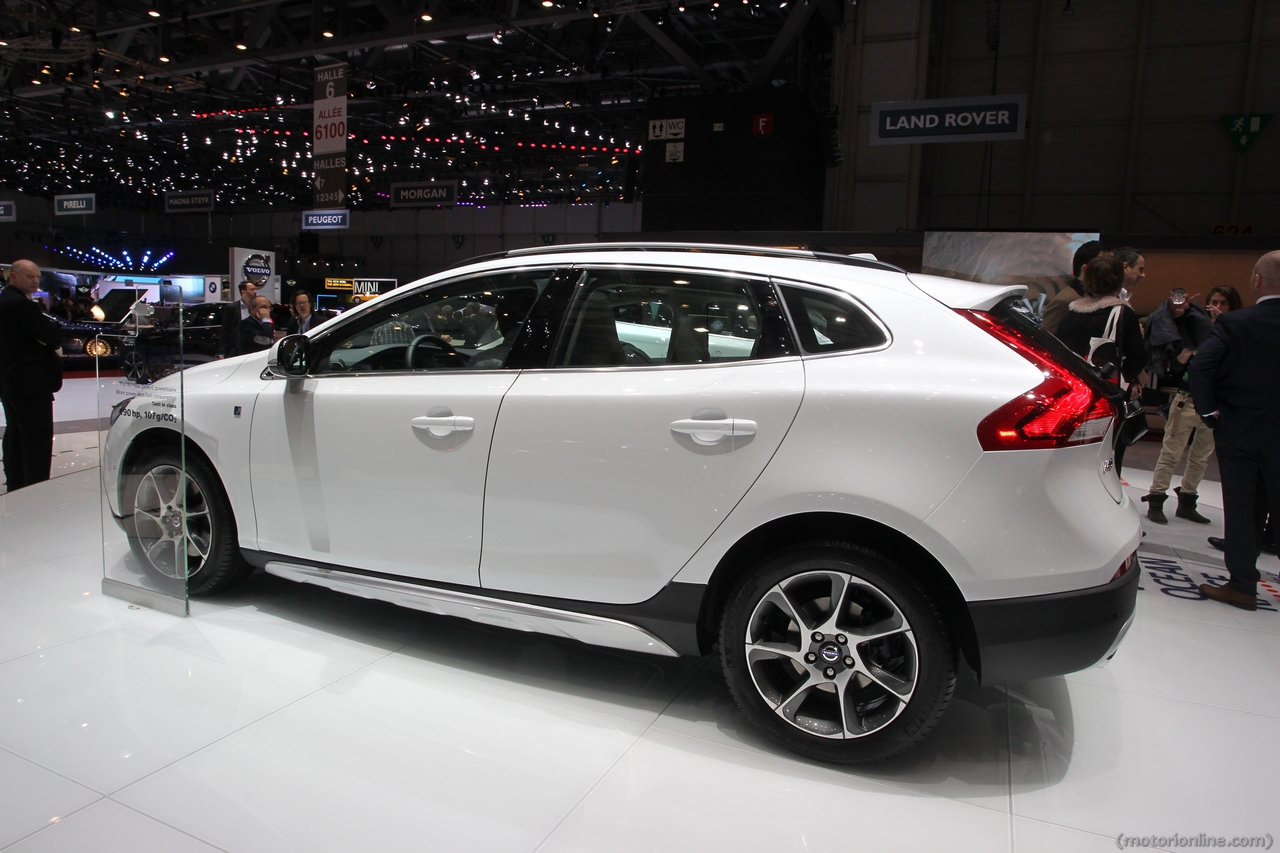 volvo v40 cross country ocean race edition salone di ginevra 2014 5 7. Black Bedroom Furniture Sets. Home Design Ideas