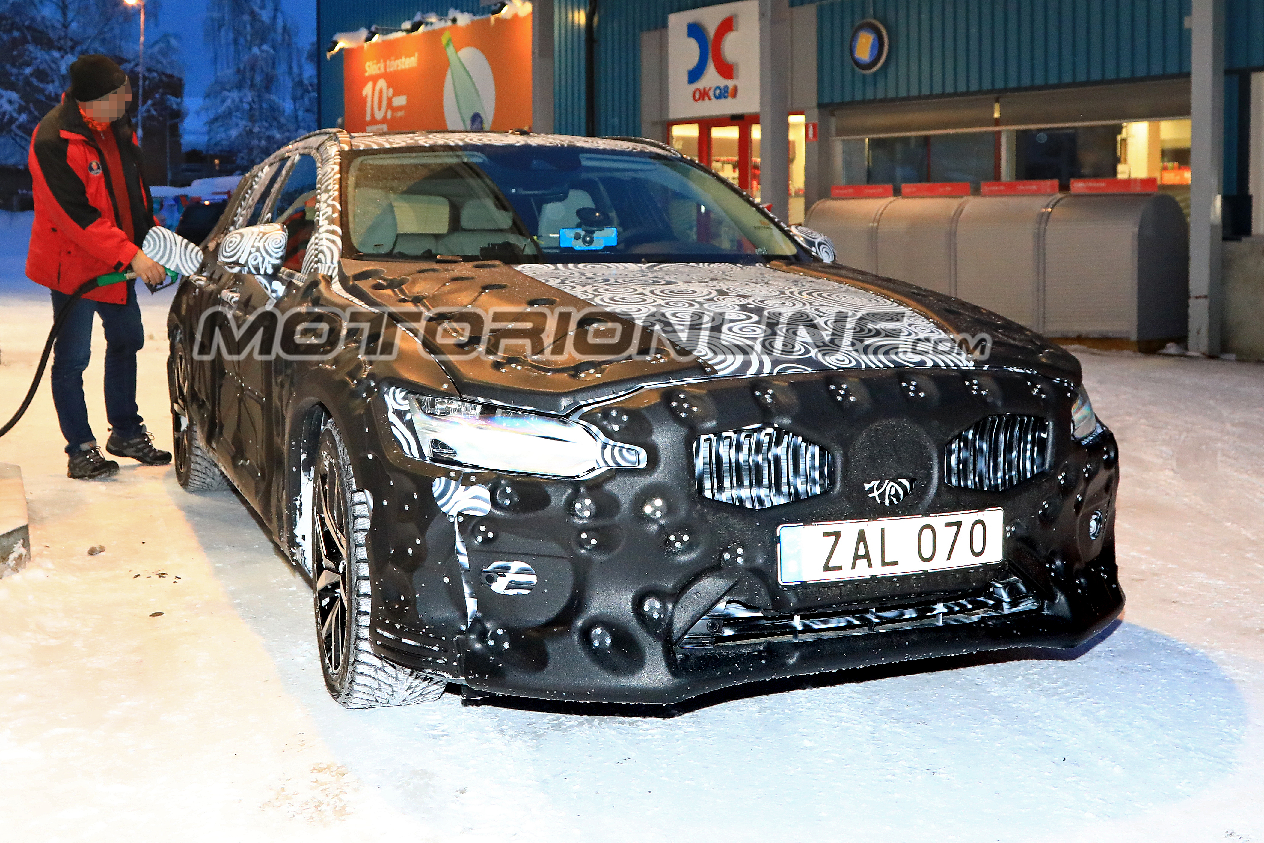 Volvo V60 foto spia 25 gennaio 2018