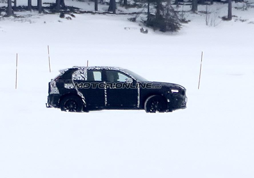 Volvo XC40 foto spia 6 febbraio 2017