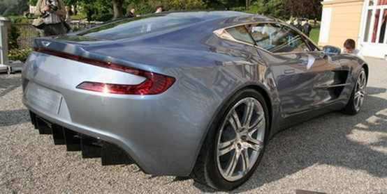 Aston Martin lascia cadere i veli dalla One-77 al Concorso d'Eleganza di Villa d'Este