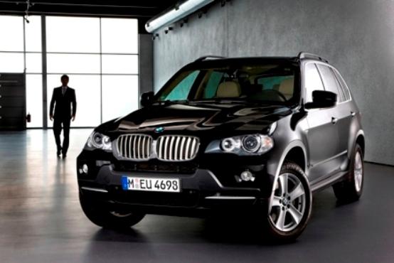 BMW X5 Security Plus l' eleganza viaggia blindata