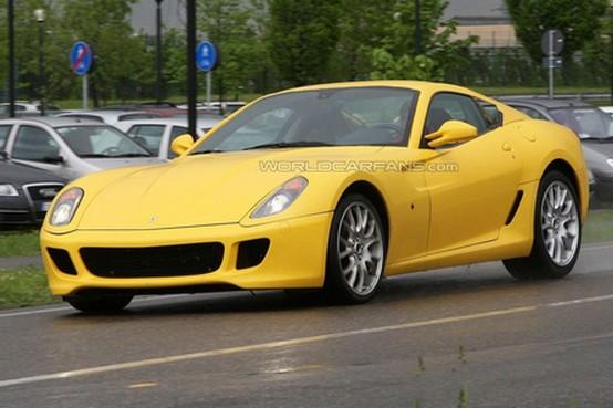 Foto spia del prototipo Ferrari 599 – una possibile versione Scuderia?