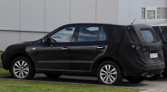 Spiata la Hyundai Santa Fe SUV revisionata con nuovi motori diesel e benzina