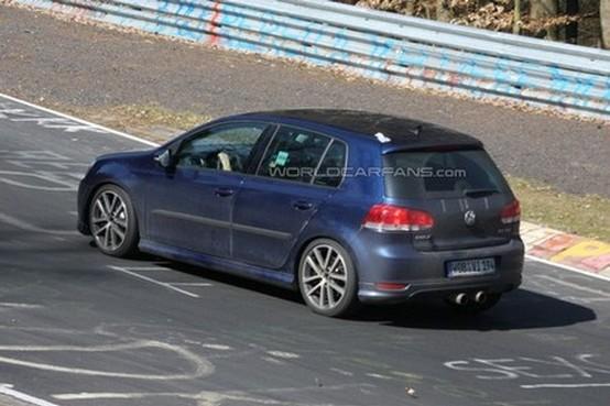 Volkswagen Golf riceve il biturbo 2.0 L da 300CV