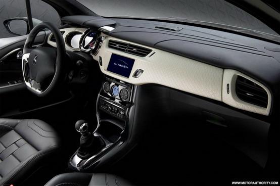 Primo sguardo agli interni della Citroën DS Inside