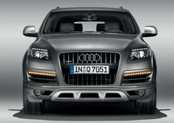 Audi Q7: qualche ritocco per l' elegante SUV di nuova generazione