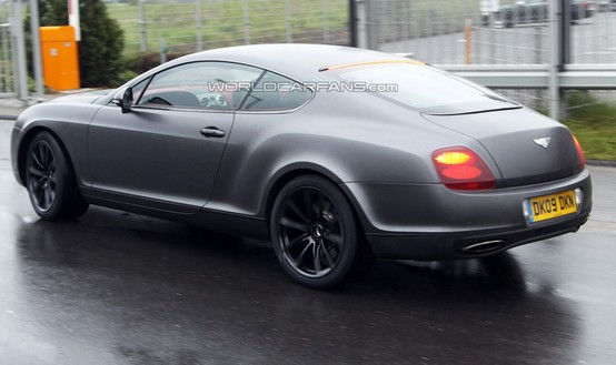 "La Bentley Continental Supersport ripresa mentre ""mostra i muscoli"" sul Nürburgring"