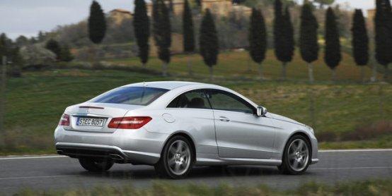 Mercedes Classe E coupé: la sportività sposa il fascino