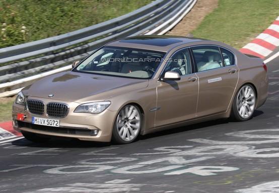 Prototipo ibrido BMW Serie-7 in prova al Nurburgring