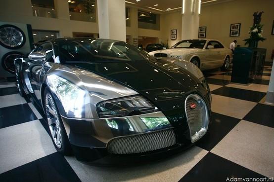 La prima Bugatti Veyron Centenaire consegnata al rivenditore di Londra