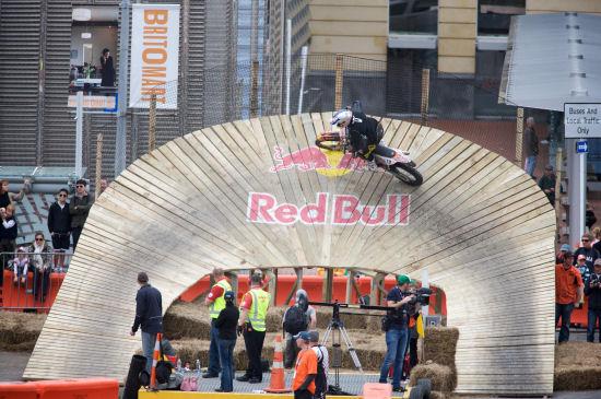 Auckland City – Nuova Zelanda: Rory Mead conquista il Red Bull City Scramble, durissima competizione di Cross Enduro