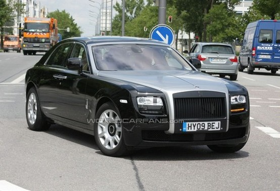 Rolls-Royce prepara nuove varianti della Ghost, e una presentazione privata fissata a Cannes