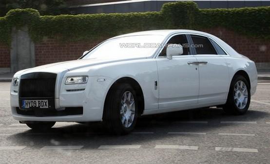 """La Rolls-Royce Ghost spiata in """"livrea"""" bianca"""