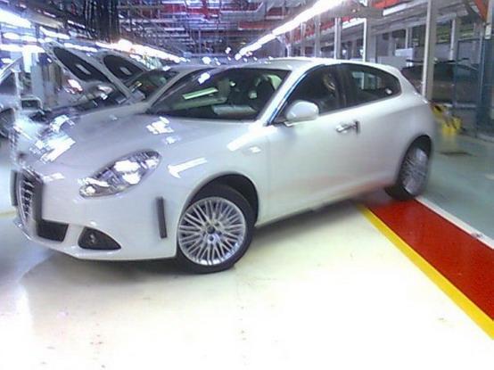 L'Alfa Romeo Milano fotografata fresca di fabbrica