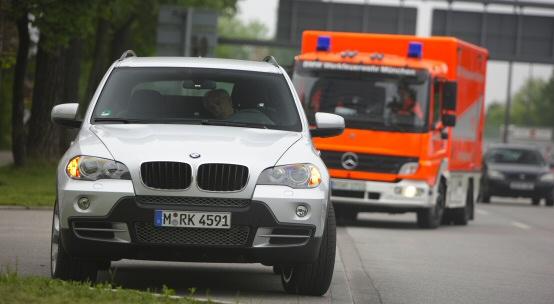 BMW: Fermarsi in sicurezza in caso di emergenza