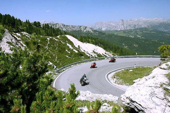 Sicurezza per i motociclisti: una guida per chi costruisce le infrastrutture stradali