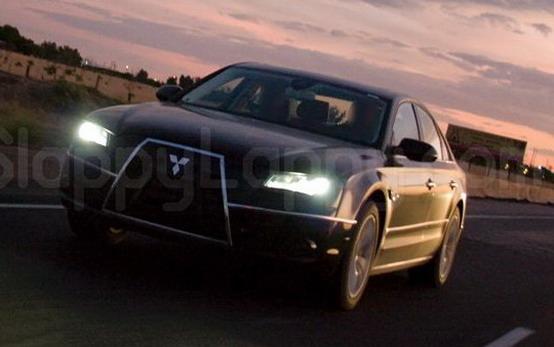 Foto spia: l'Audi A8 imita la Mitsubishi?