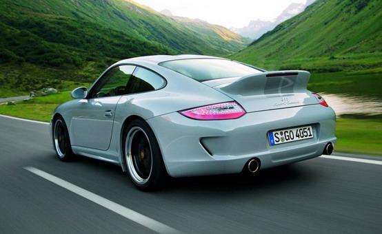 Porsche si butta sulle auto elettriche