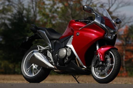 Honda VFR1200F: Prezzo e tanti servizi esclusivi