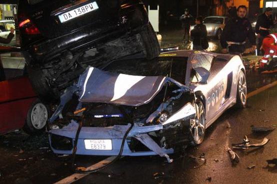 Distrutta nella notte la Lamborghini Gallardo della Polizia Stradale